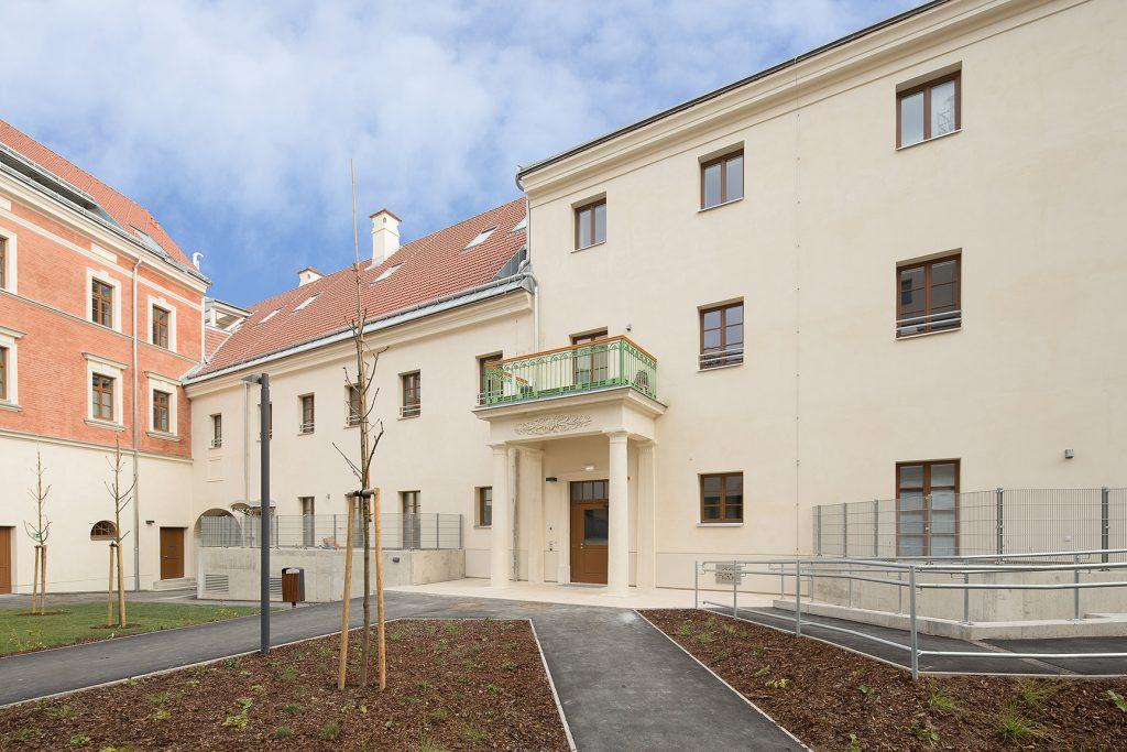 Ansicht des Balkons im Innenhof, nach durchführung der Arbeiten.